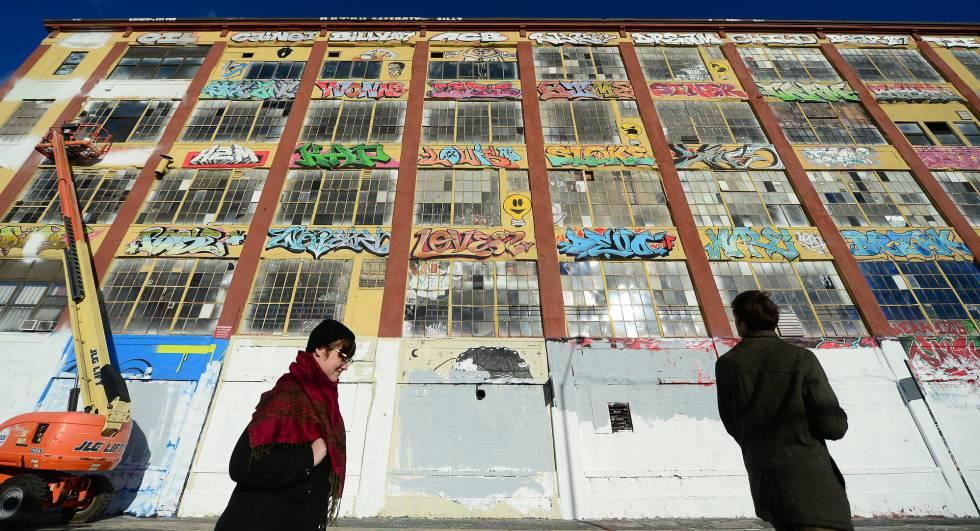 5Pointz cuando estaban tapando los murales.