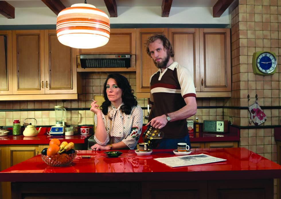 Mariana Loyola y Andrés Rillón, en un fotograma de 'Mary & Mike'.