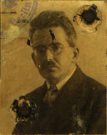 Foto del pasaporte de Walter Benjamin.