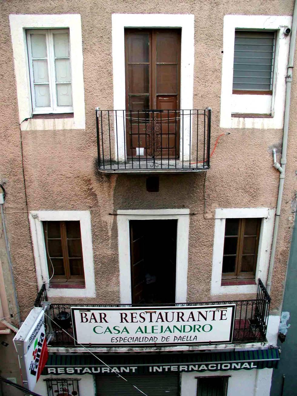 Fachada de la casa en la que murió el filósofo aleman Walter Benjamin en Portbou (Girona).