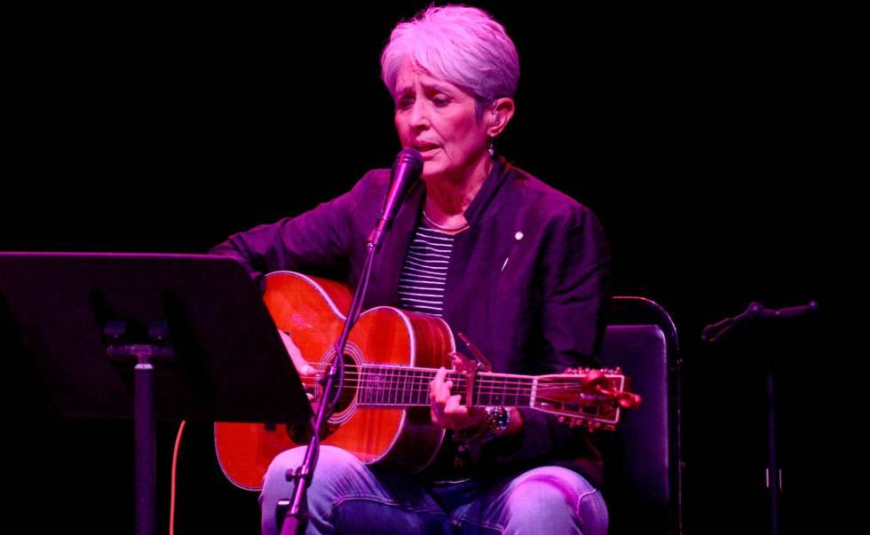 Joan Baez, durante un concierto en Los Ángeles, en octubre de 2017.