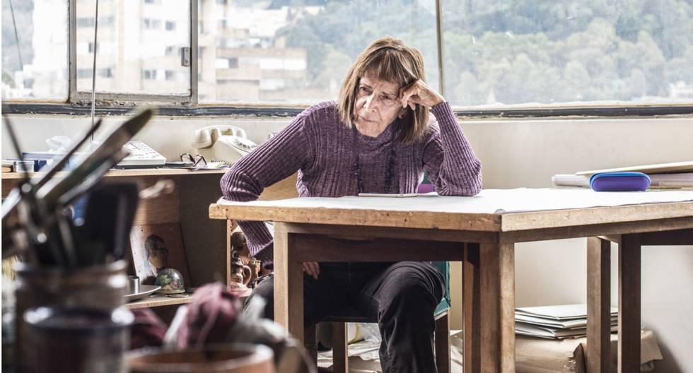 Beatriz González en su estudio de Bogotá.