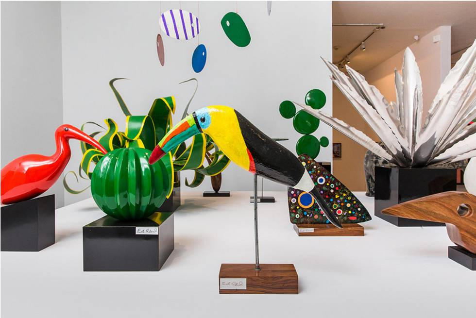 Esculturas de Ernesto Cardenal en la exposición.