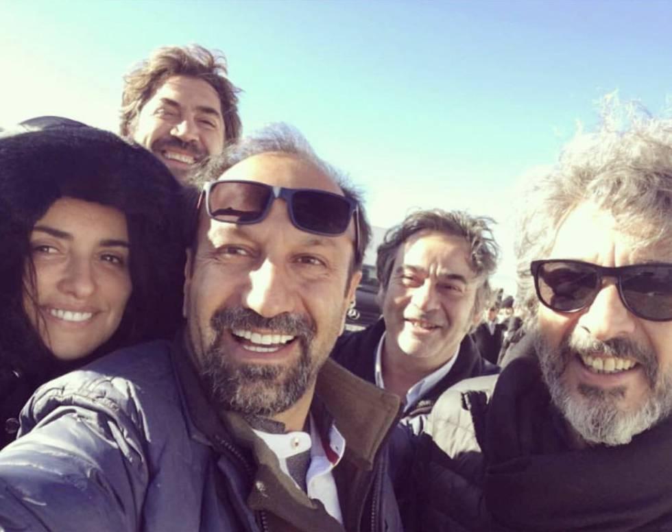 Selfi Del Fin De Rodaje De Farhadi Con Su Reparto