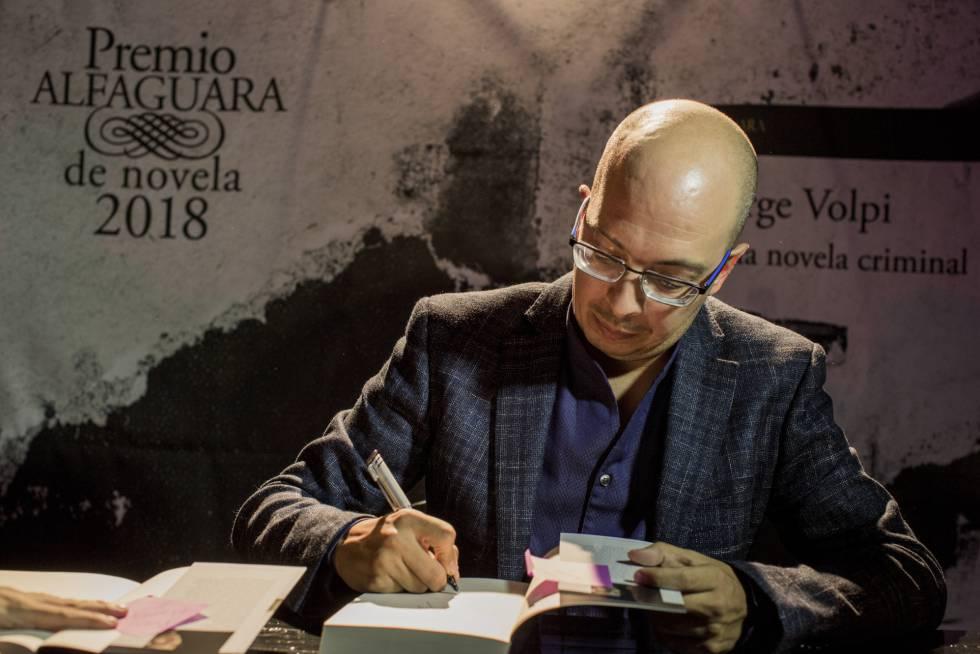 Jorge Volpi durante la presentación de su libro Una novela criminal en Ciudad de México el17 de abril de 2018.