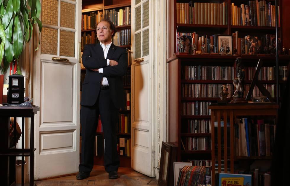 El escritor Javier Marías en su domicilio de Madrid, en febrero de 2017.