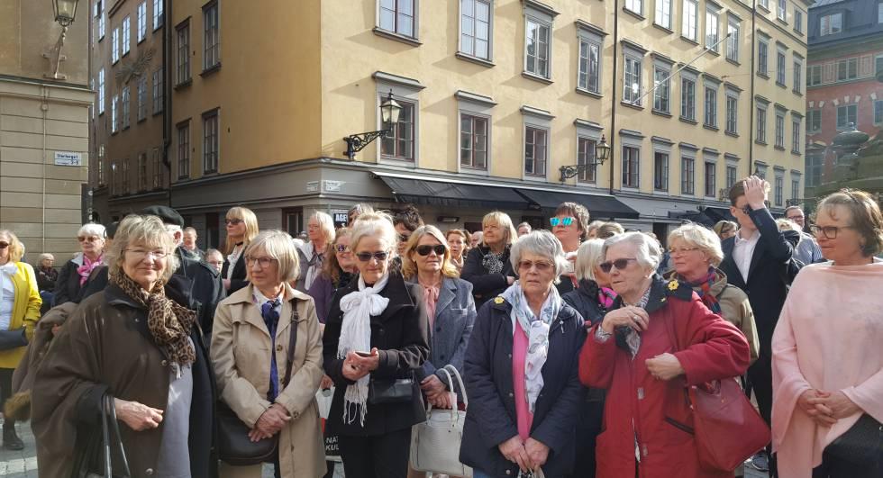 Concentración en Estocolmo por la transparencia en la Academia sueca el pasado jueves.