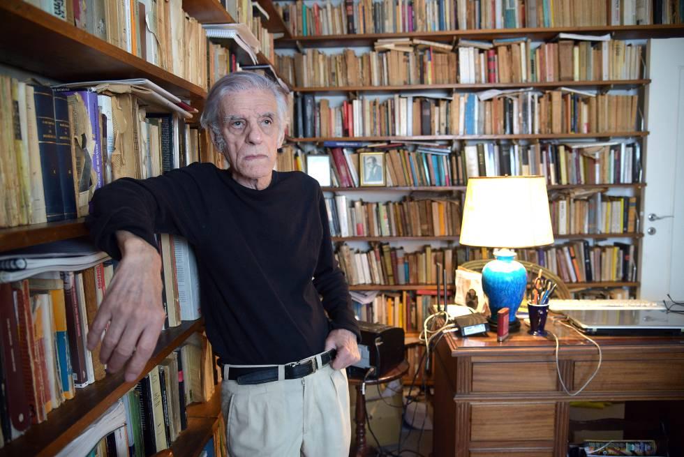 Juan José Sebreli, en su domicilio en Buenos Aires, tras la entrevista.