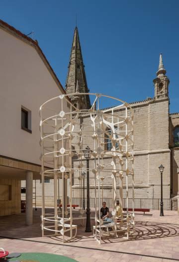 La instalación 'Latern' (Farola), del colectivo checo Mjölk, en Logroño.