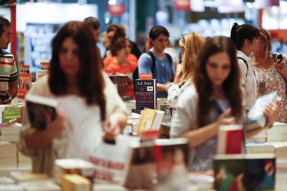 Asistentes el pasado viernes a la 44ª Feria Internacional del Libro de Buenos Aires.