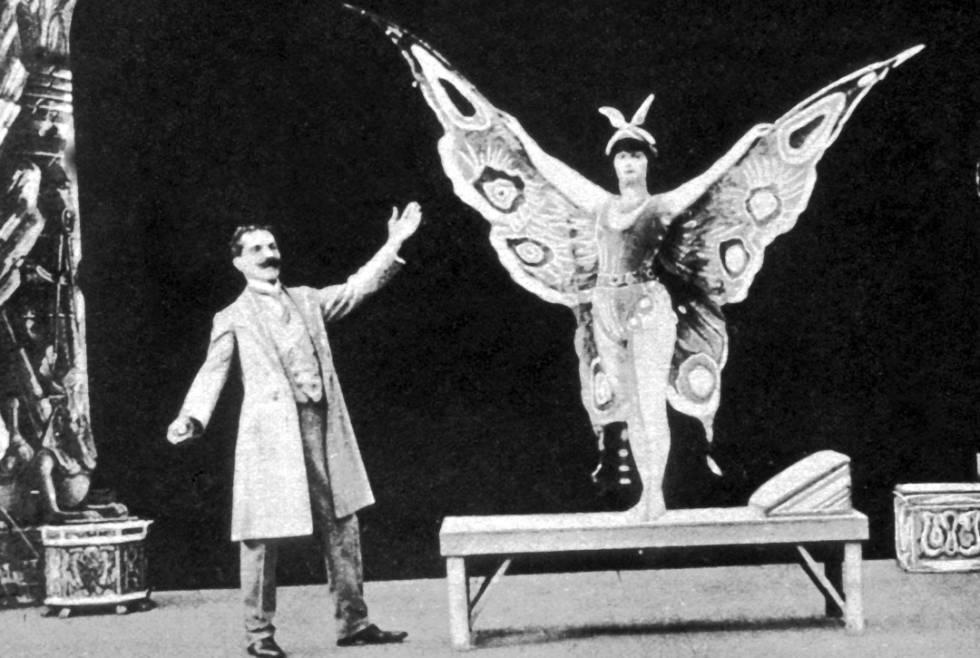 Georges Méliès durante uno de sus espectáculos