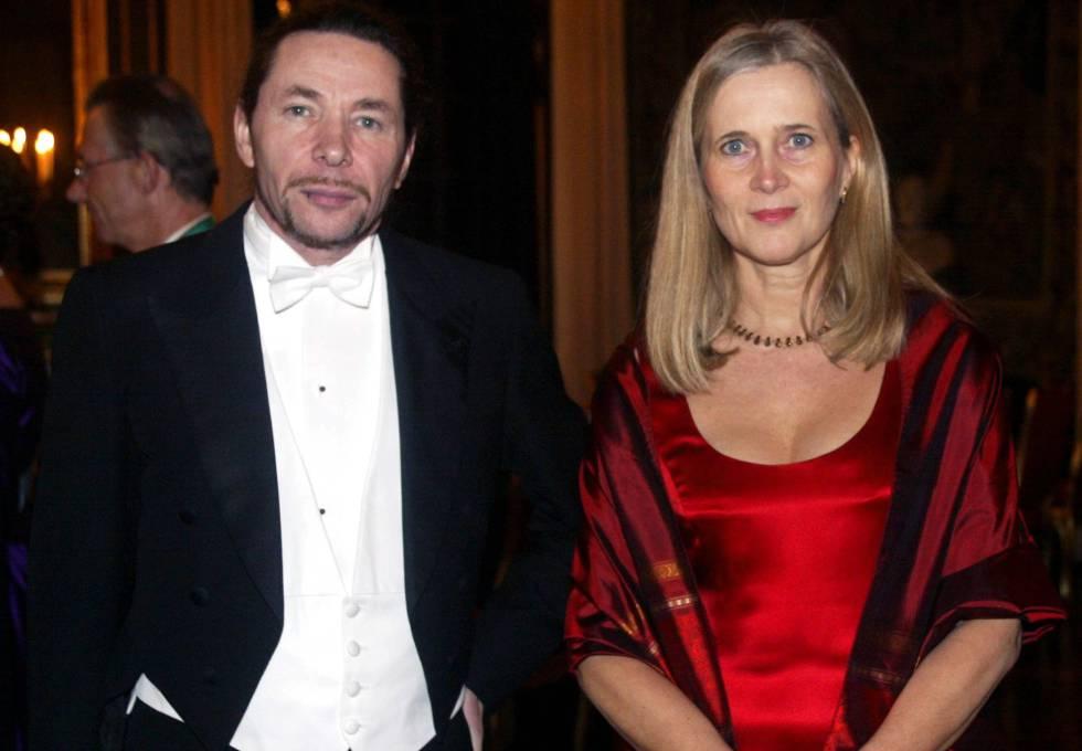 La académica Katarina Frostenson y su marido, el fotógrafo y dramatugo francés Jean Claude Arnault, acusado de abusos por 18 mujeres.