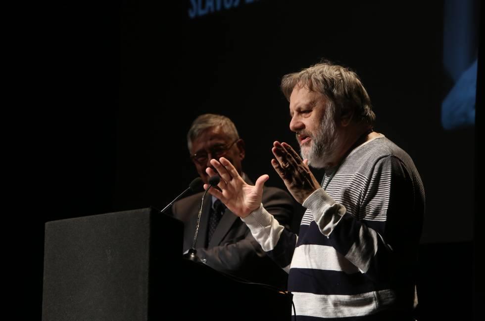 Slavoj Zizek, este lunes durante su charla en el Círculo de Bellas Artes de Madrid.