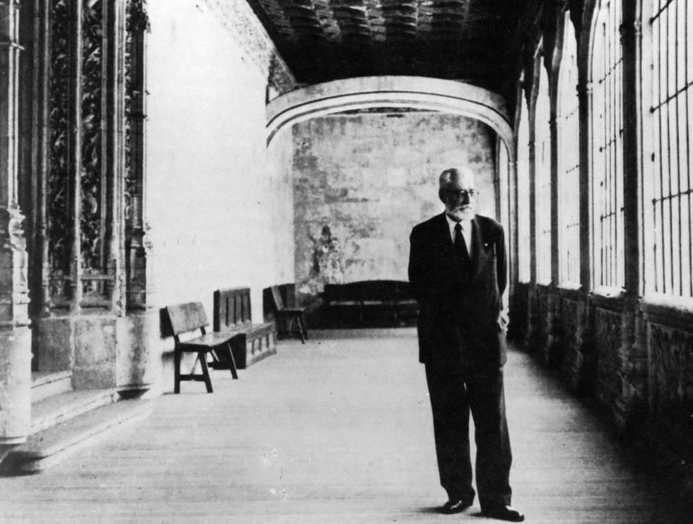El filósofo Miguel de Unamuno, profesor y rector, en la Universidad de Salamanca, en una imagen de 1934.