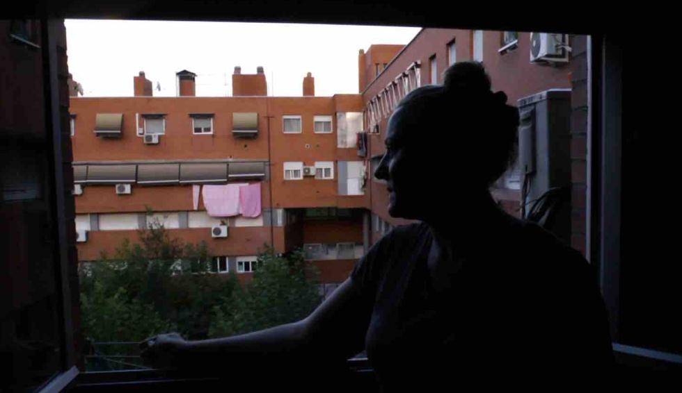 Dolores, madre de dos hijos, en la que era su casa en el barrio madrileño de Villaverde.
