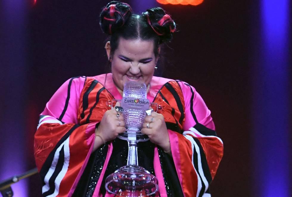 La cantante israelí Netta Barzilai celebra su triunfo en Eurovisión.