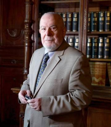 El académico Juan Gil, ayer en Madrid.