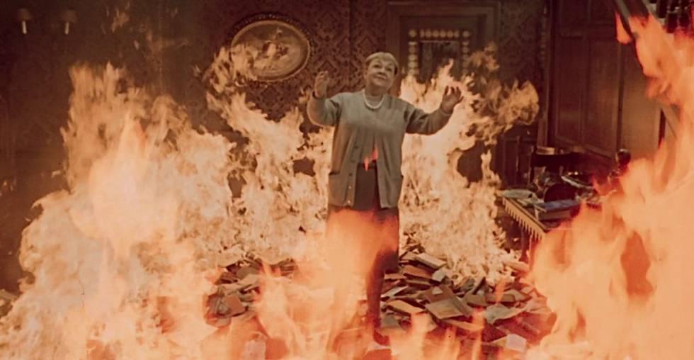 Anciana inmolándose en la película de Truffaut.