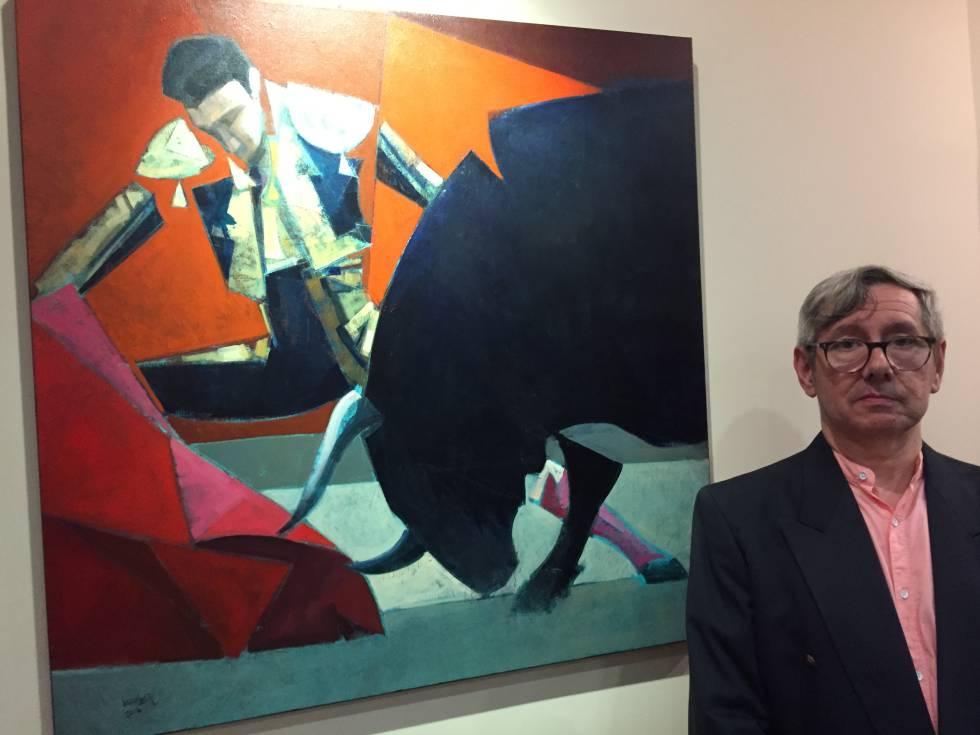 Juan López, junto a una de sus obras taurinas.