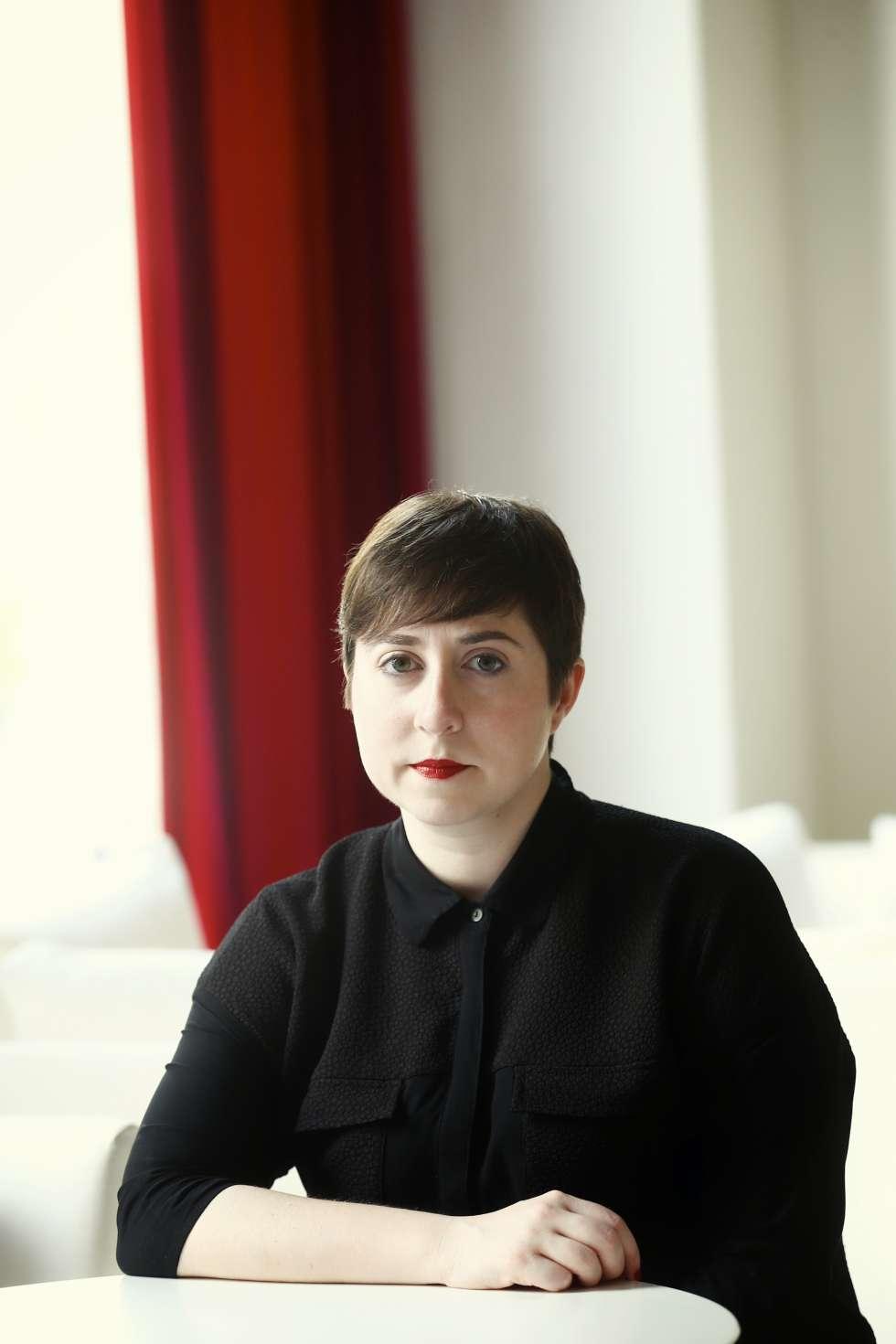 Elena Medel es una de las autoras incluidas en 'Sombras diversas'.