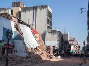 El cine Parravecini, reducido a escombros en el centro de Tucumán.