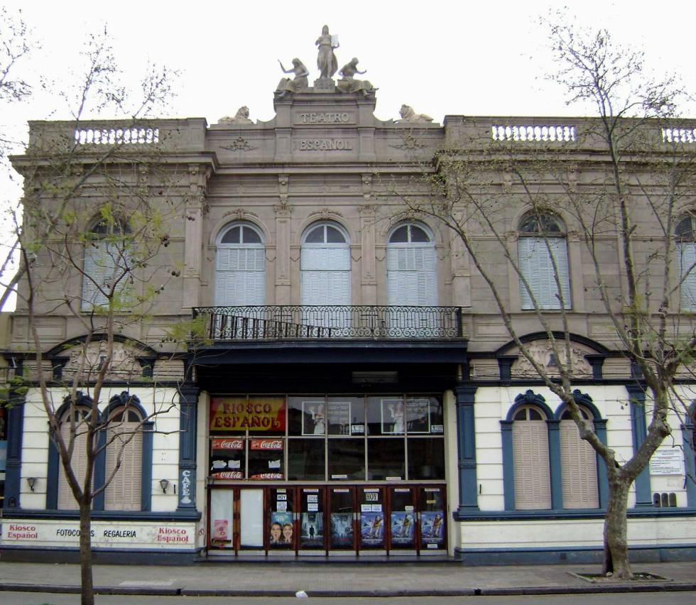 Frente delcine Español, de la ciudad argentina de Chivilcoy.