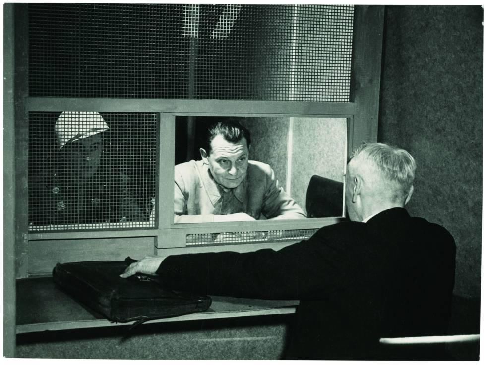 Goering con el abogado Stahmer, Núremberg en 1946.