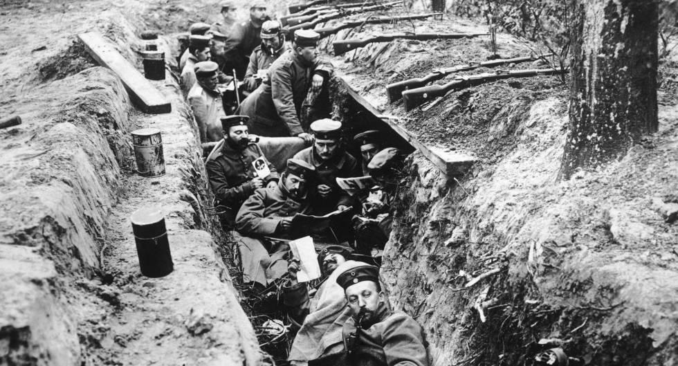 Soldados alemanes durante la cuarta batalla de Ypres, en octubre de 1918.