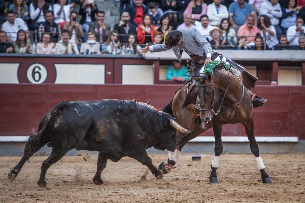 Diego Ventura y Nazarí, el caballo estrella de su cuadra, el pasado 9 de junio, en Las Ventas.