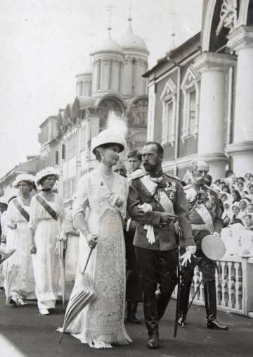 Nicolás II y Alejandra Fiódorovna, en las celebraciones del 300 aniversario de la dinastía, en 1913 en Moscú.