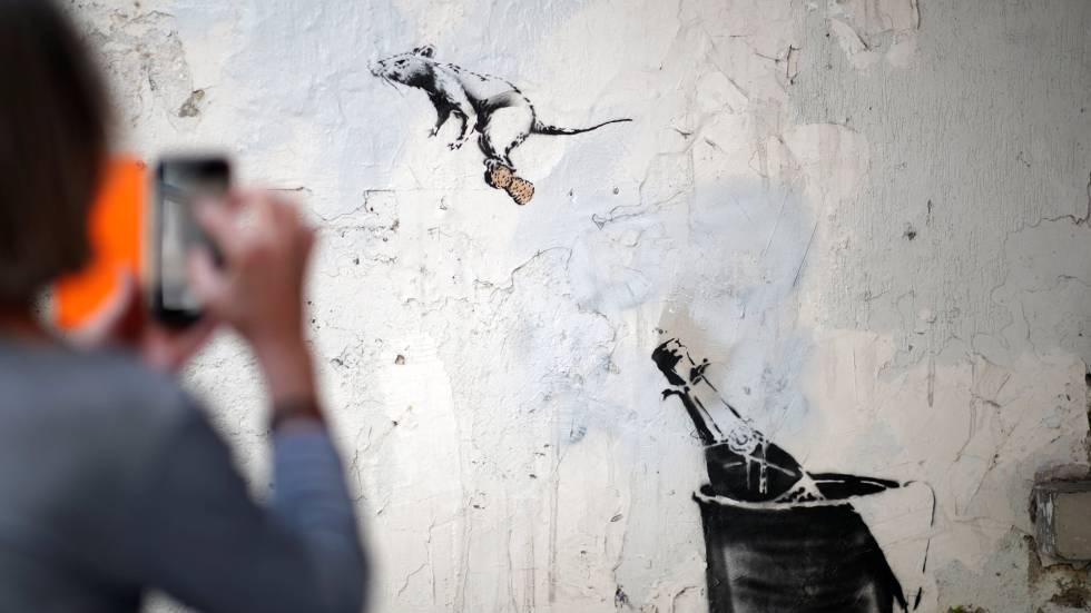 Una de las obras realizadas por Banksy en París, el pasado junio. rn