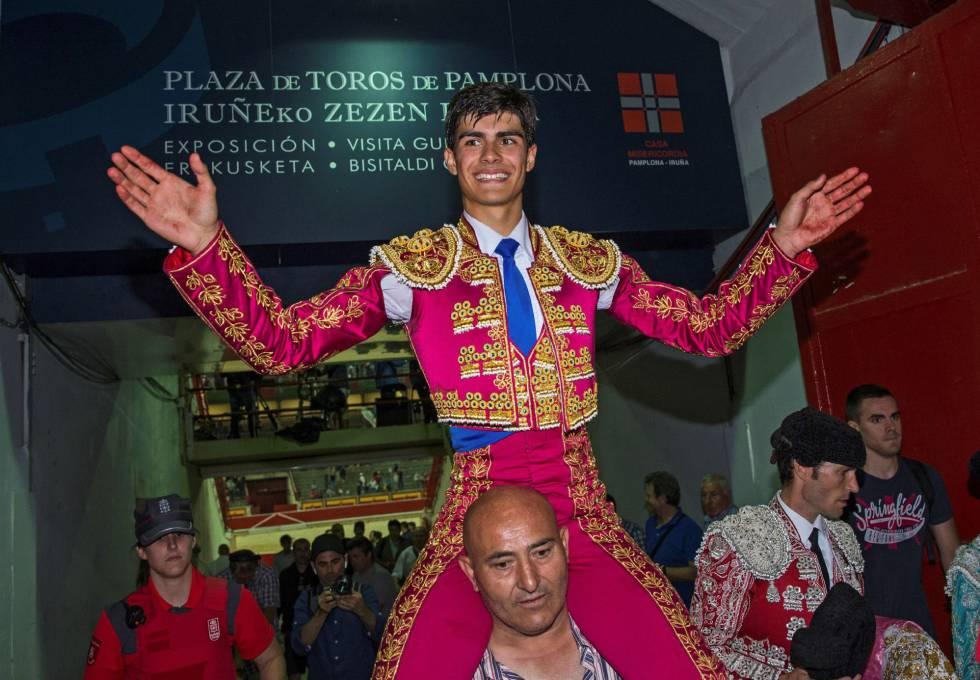Francisco de Manuel salió a hombros de la plaza de Pamplona.