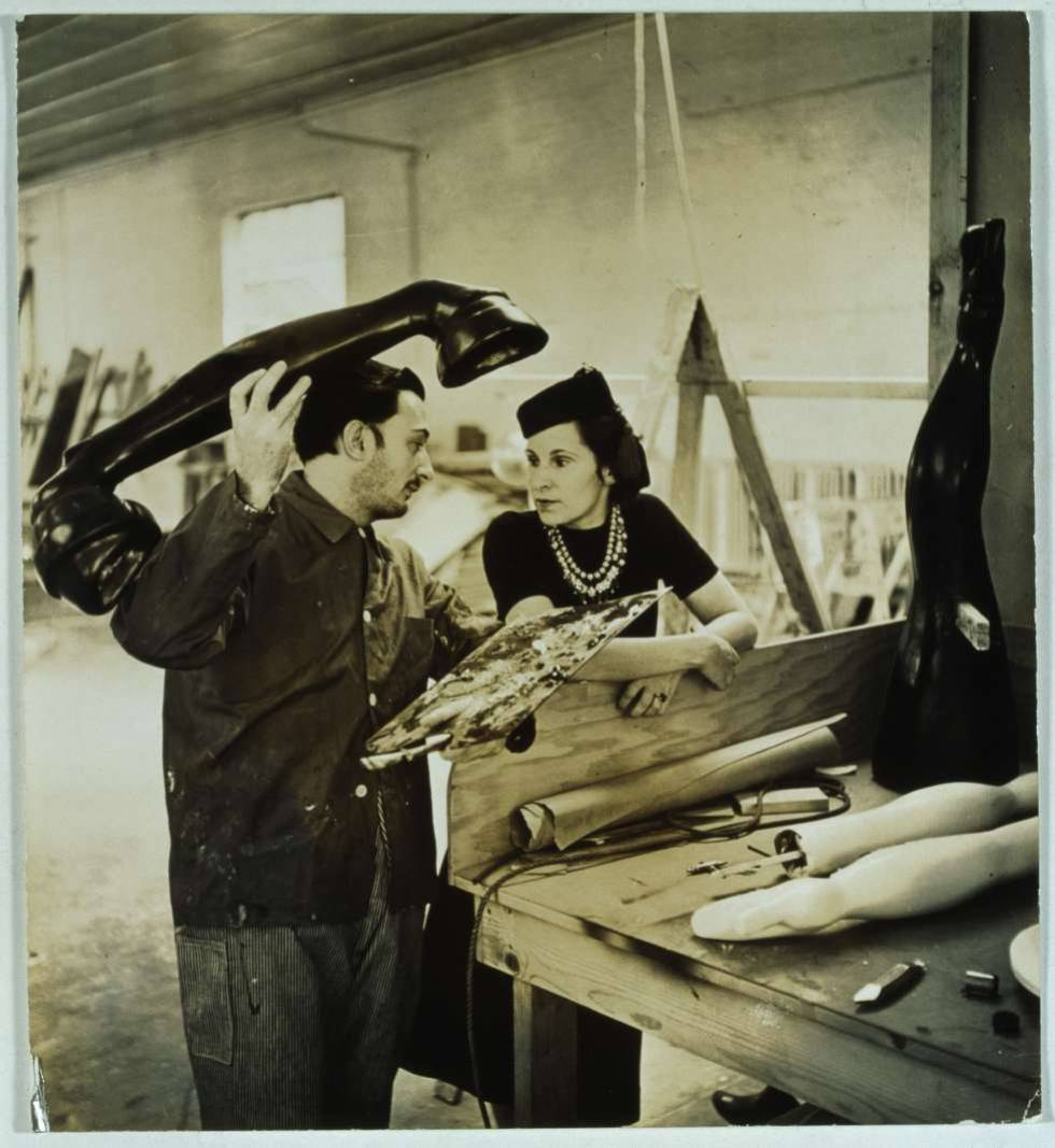 Dalí y Gala trabajan en Sueño de venus (1939).rn