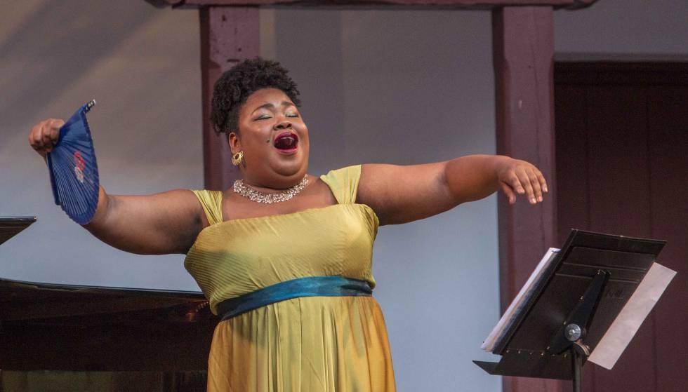La soprano Betty Garcés pone su voz al servicio de los
