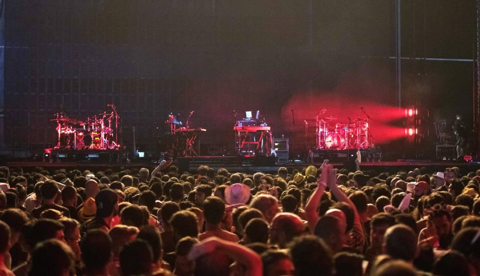 Imagen del escenario vacío tras la cancelación del concierto de Massive Attack.