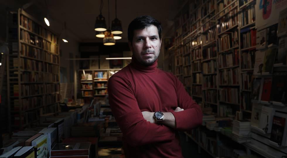 El escritor peruano Renato Cisneros.