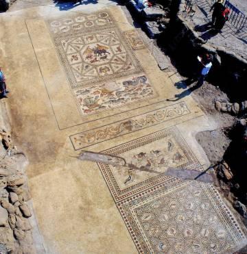 Mosaico descubierto en la ciudad romana de Lod (Israel) repleto de animales fantásticos, figuras geométricas y escenas marinas.