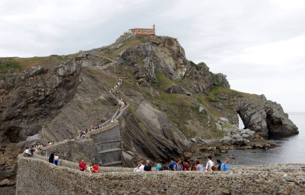 Tourists at the San Juan de Gaztelugatxe hermitage in Bermeo.