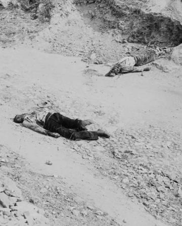 Civiles muertos tras el paso de Yagüe por Badajoz.
