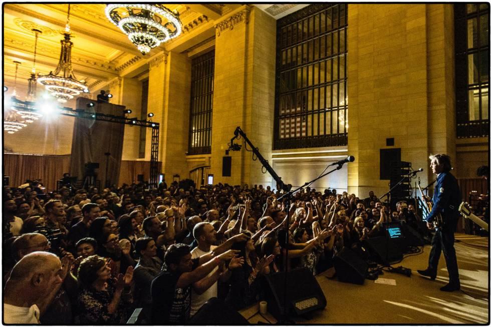 Foto del concierto en Grand Central publicada en la cuenta de Facebook oficial de Paul McCartney.