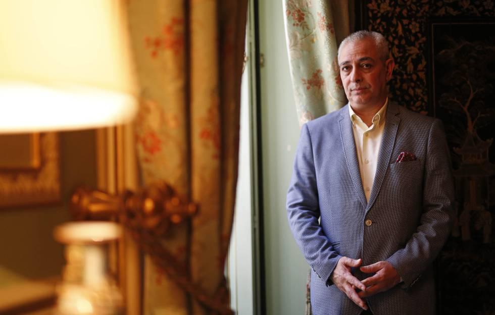 El escritor Jorge Eduardo Benavides en el Palacio de San Bernardino, Madrid.