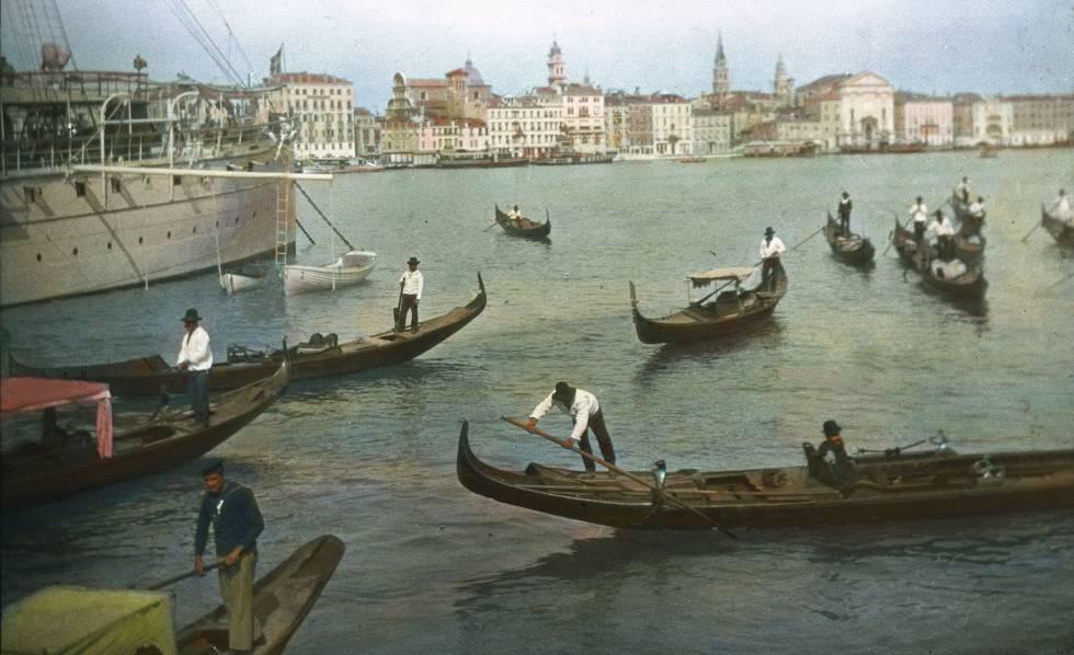 Góndolas en Venecia en torno a 1910.