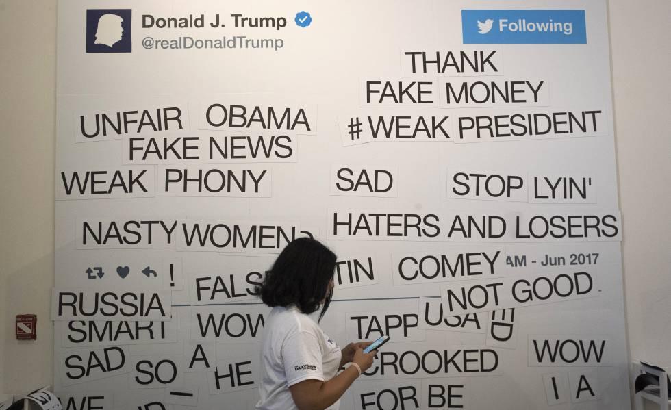 Pizarra del programa televisivo 'The Daily Show' para crear tuits humorísticos con los publicados por Trump.