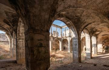 Interior del convento de San Antonio de Padua. Al fondo, el claustro renacentista.