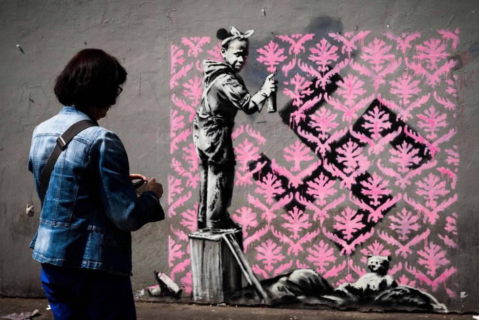 Una de las obras de Banksy aparecidas en París en junio.