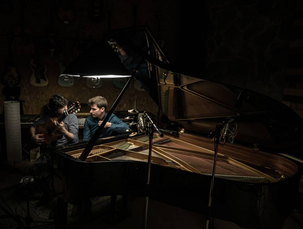 Chicuelo y Mezquida, durante la grabación en los estudios Sol de Sants.