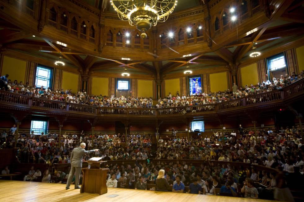 Michael J. Sandel, durante una de sus clases en Harvard.