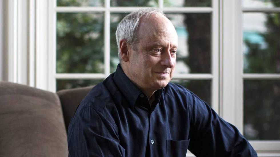 """Michael J. Sandel: """"Los ciudadanos tenemos derecho a opinar sobre cómo se gobierna Facebook"""""""