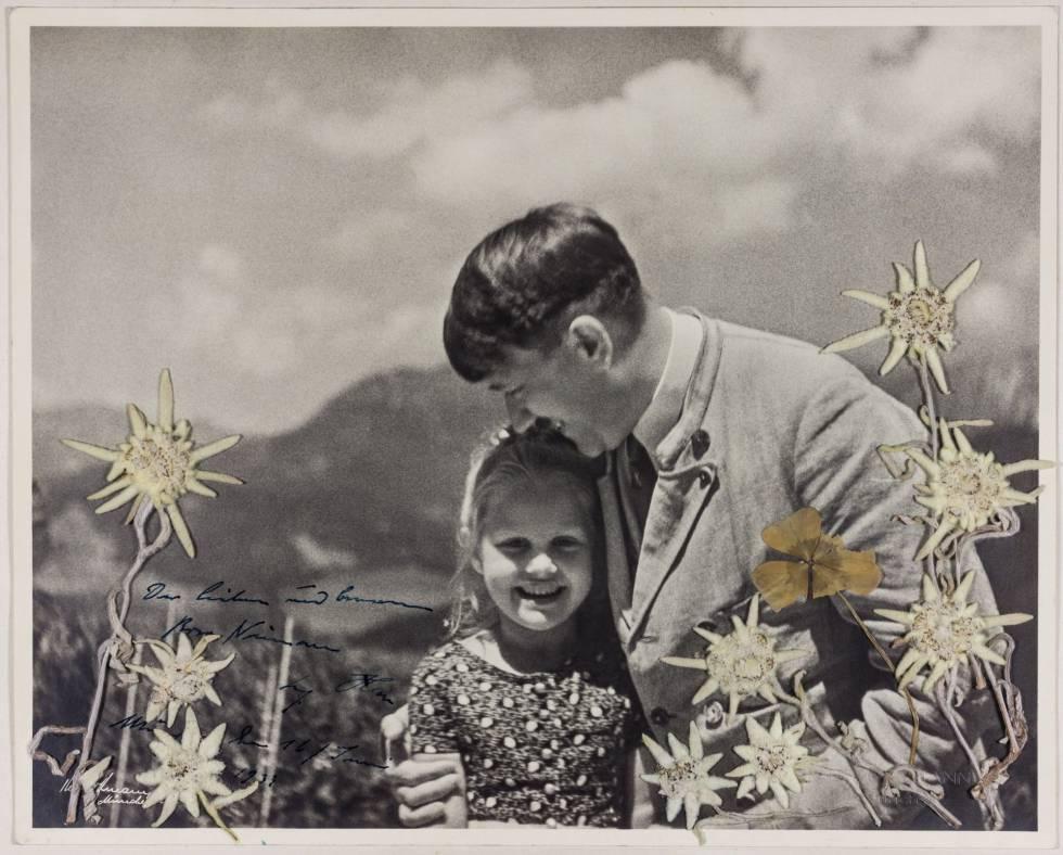 593c93fd0 Fotografía cedida este miércoles por la casa de subastas históricas  Alexander que muestra a Adolf Hitler