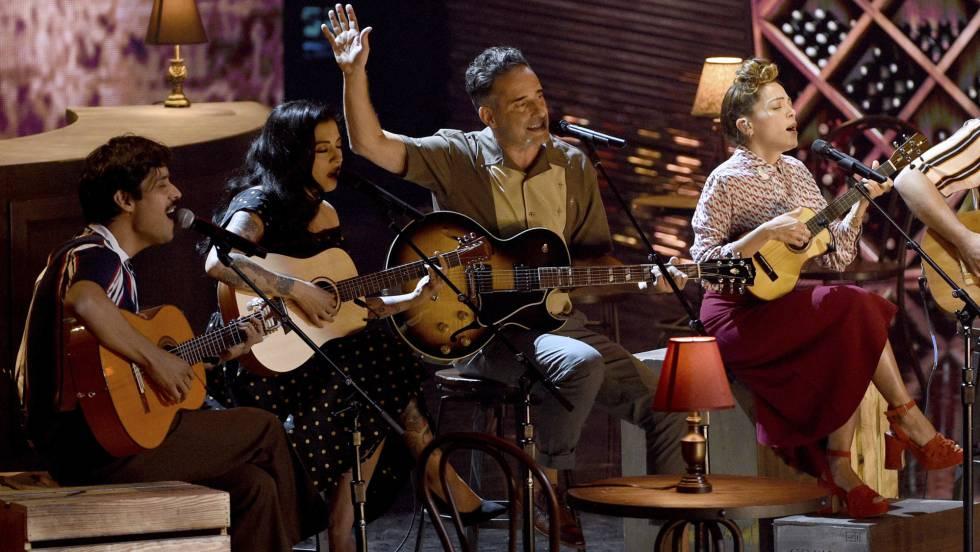 Drexler (centro), junto ao David Aguilar, Mon Laferte, Natalia Lafourcade.